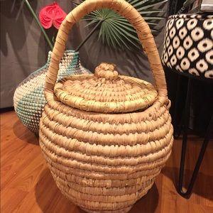 Large Vtg Woven Basket 🧺